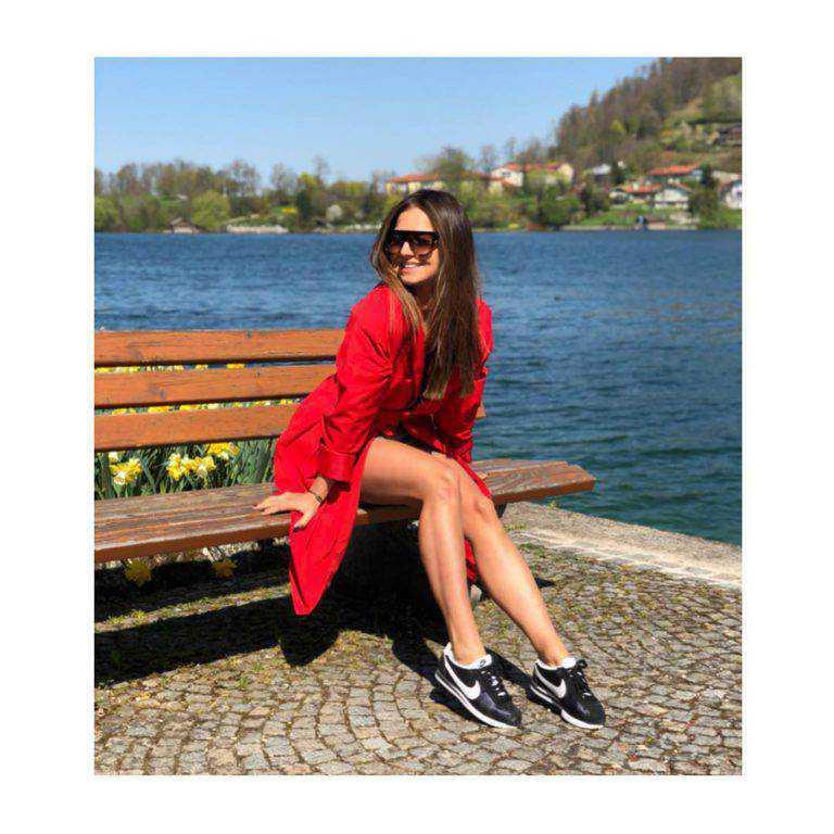 Anna Lewandowska w płaszczu z Mango