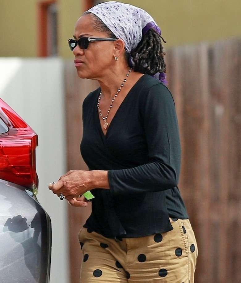 Matka Meghan Markle – Doria Ragland – na co dzień wygląda jak ikona stylu