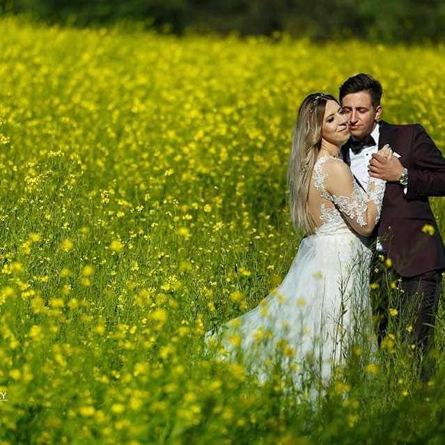 """Zdjęcie (2) Przepiękna ślubna sesja Małgosi i Pawła z """"Rolnika"""". Zdjęcia jak z luksusowego pisma"""