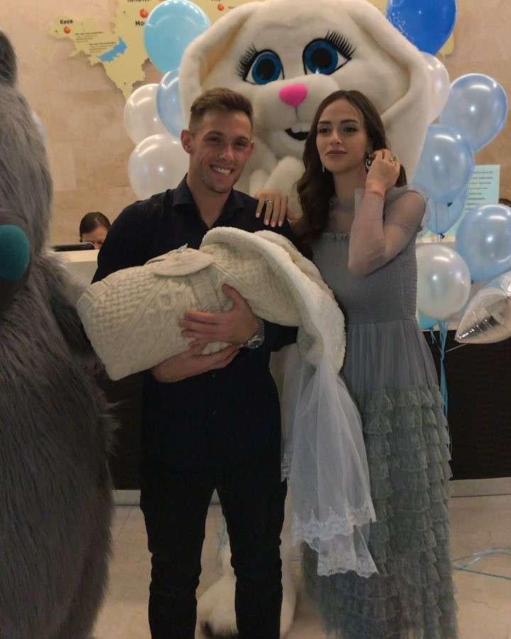Maciej Rybus i Lana Rybus powrót ze szpitala