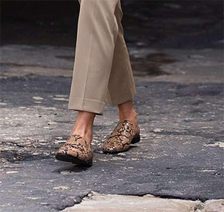 Zdjęcie (4) Melania Trump w płaskich butach i szerokich spodniach! Ryzykowna stylizacja Pierwszej Damy USA