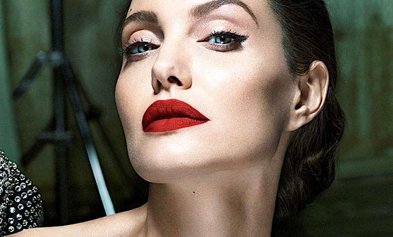 Angelina Jolie w makijażu