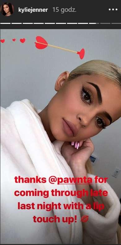 Zdjęcie (5) Kylie Jenner pokazała zdjęcie z diamentowym pierścionkiem zaręczynowym! Namiętna fotka z Travisem Scottem namieszała w mediach