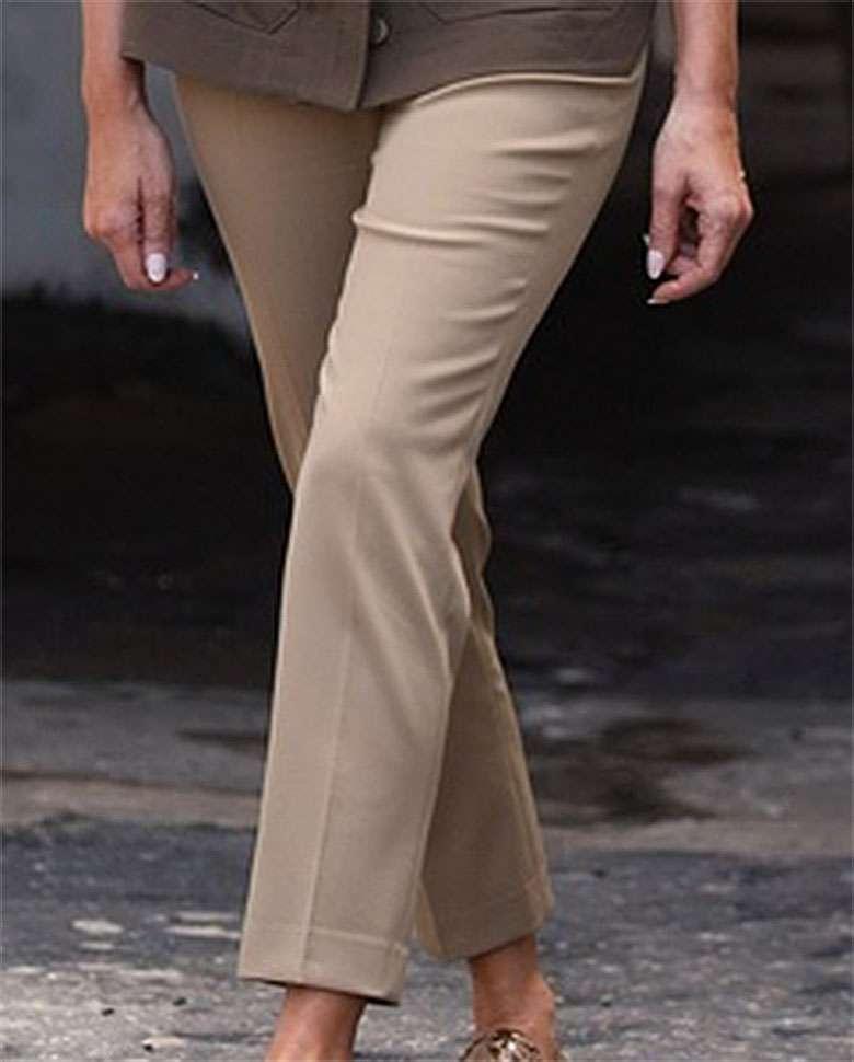 Zdjęcie (6) Melania Trump w płaskich butach i szerokich spodniach! Ryzykowna stylizacja Pierwszej Damy USA