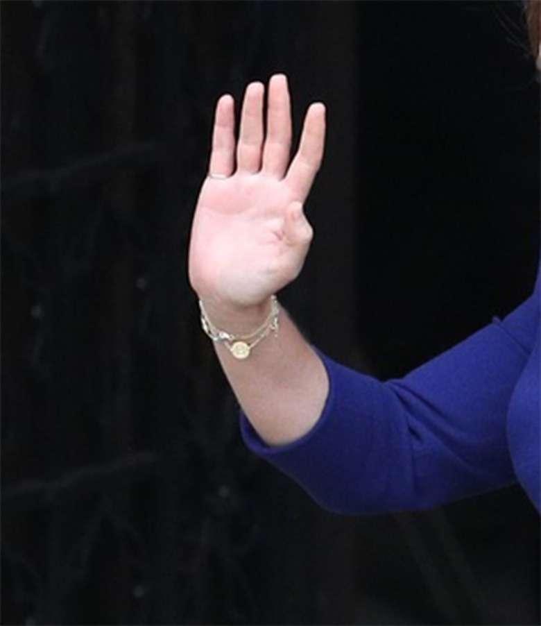 Zdjęcie (8) Nie tylko księżniczka Eugenia przeszła metamorfozę! Księżniczka Beatrice wyglądała zniewalająco jako pierwsza druhna!