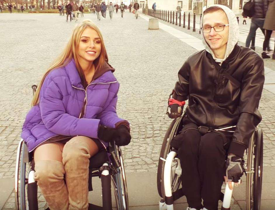 Rafał z kanału Życie na wózku na YouTube i Mamiko