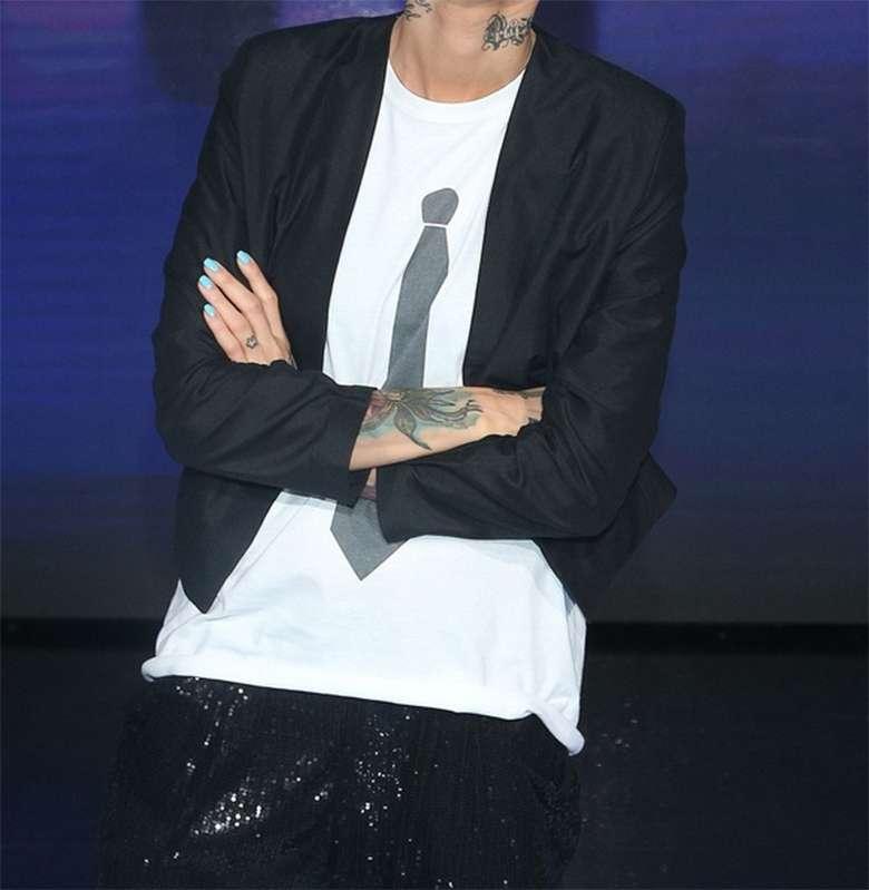 Zdjęcie (2) SZTOS! Agnieszka Chylińska ubrała się jak Kuba Wojewódzki! Ale podobieństwo!