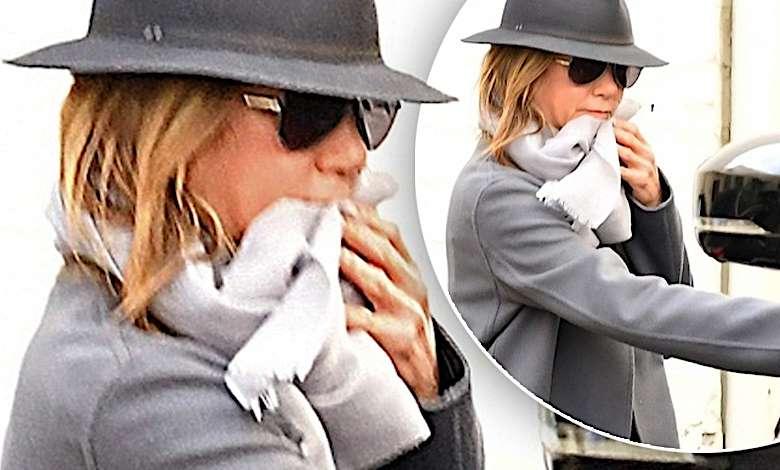 Jennifer Aniston jak poparzona wybiegła w kapciach od swojej kosmetyczki! Nie wyglądała najlepiej