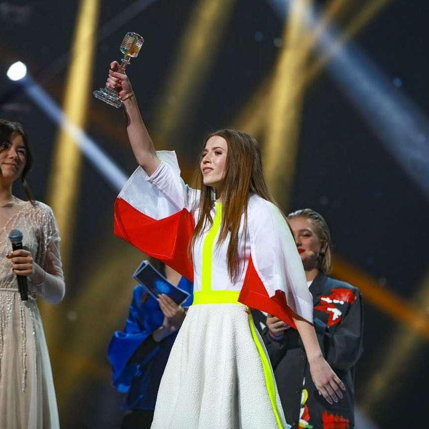 Zdjęcie (1) Polska WYGRAŁA Eurowizję Junior 2018! Historyczny sukces Roksany Węgiel! Zobacz jej występ [WIDEO]