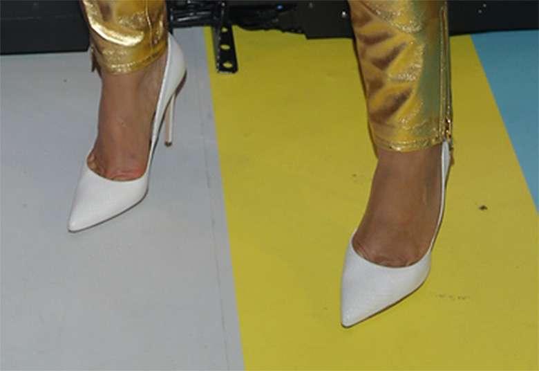 Stylizacja Karoliny Szostak z pokazu kolekcji Moschino x H&M