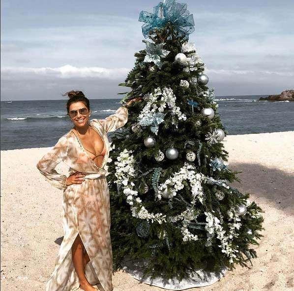 Eva Longoria ubrała choinkę na plaży
