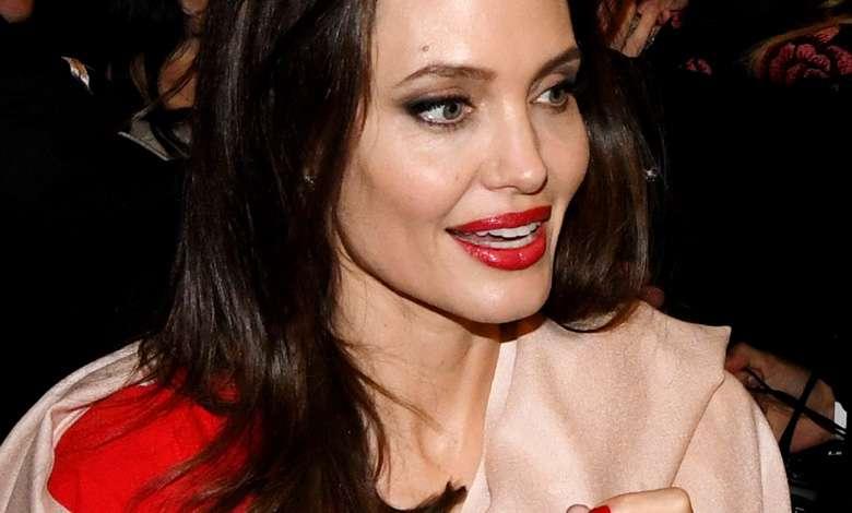 Angelina Jolie romans