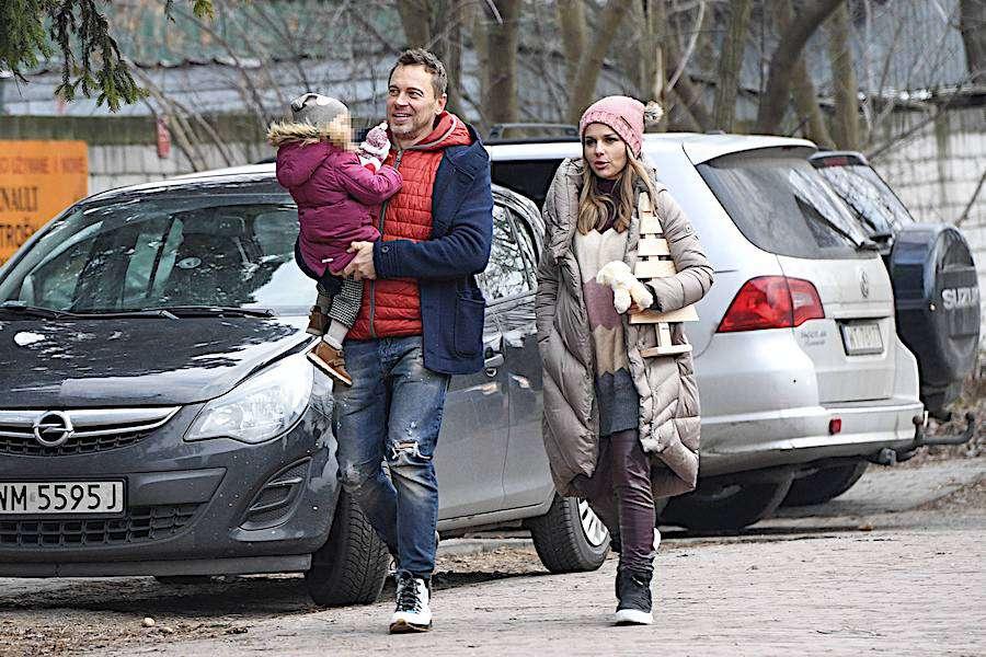 Paulina Sykut z mężem Piotrem i córką Różą na świątecznych zakupach