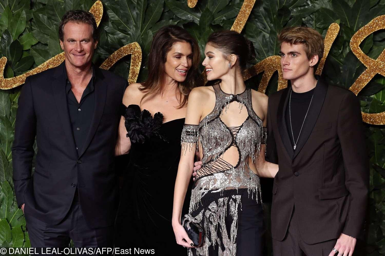 Rande Gerber, Cindy Crawford, Kaia Gerber i Presley Gerber - British Fashion Awards 2018