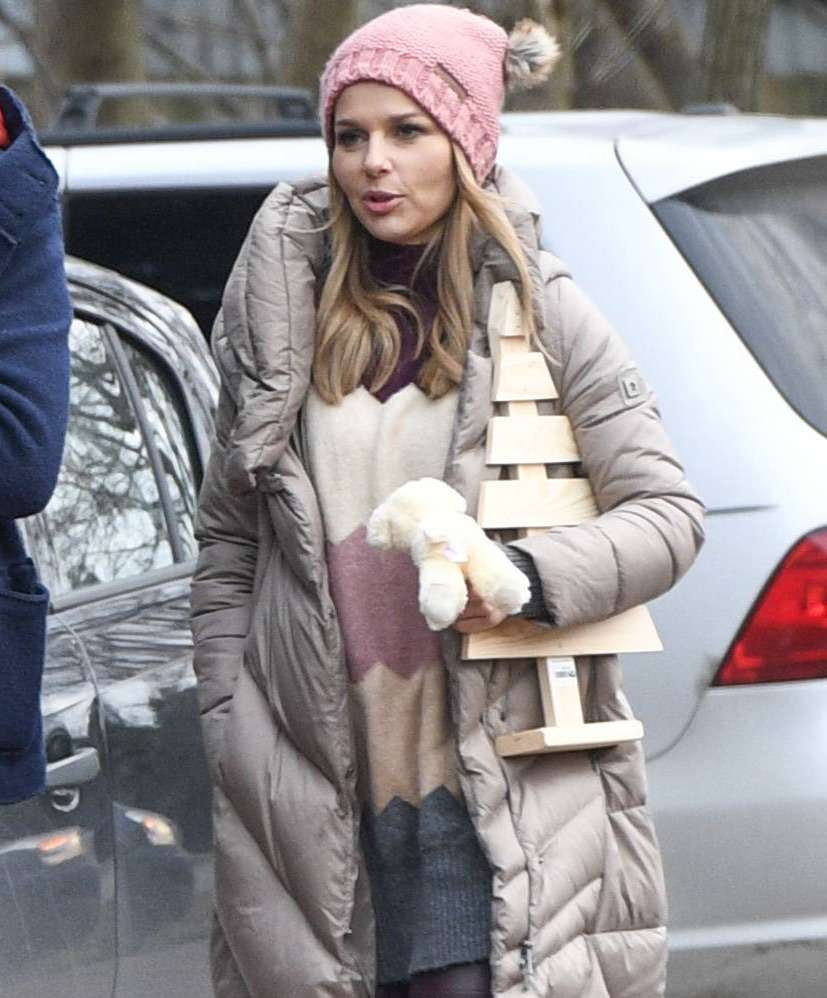 Paulina Sykut z córką wybierają choinkę