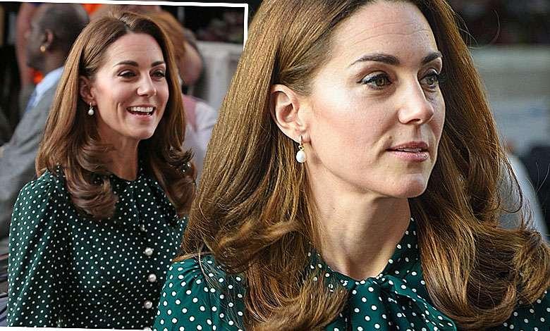 Coraz szczuplejsza księżna Kate w modnych grochach odwiedziła dziecięcy szpital. Ma talię jak modelka!