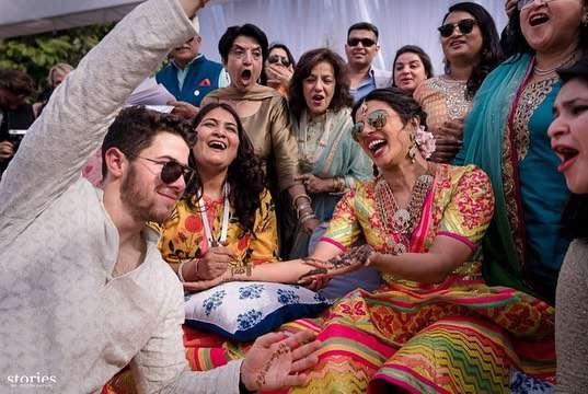 """Nick Jonas i Priyanka Chopra wzięli ślub! Historyczna chwila – """"Vogue"""" pokazał ich ślubną sesję w pierwszym wydaniu cyfrowym! zdjecie 1"""