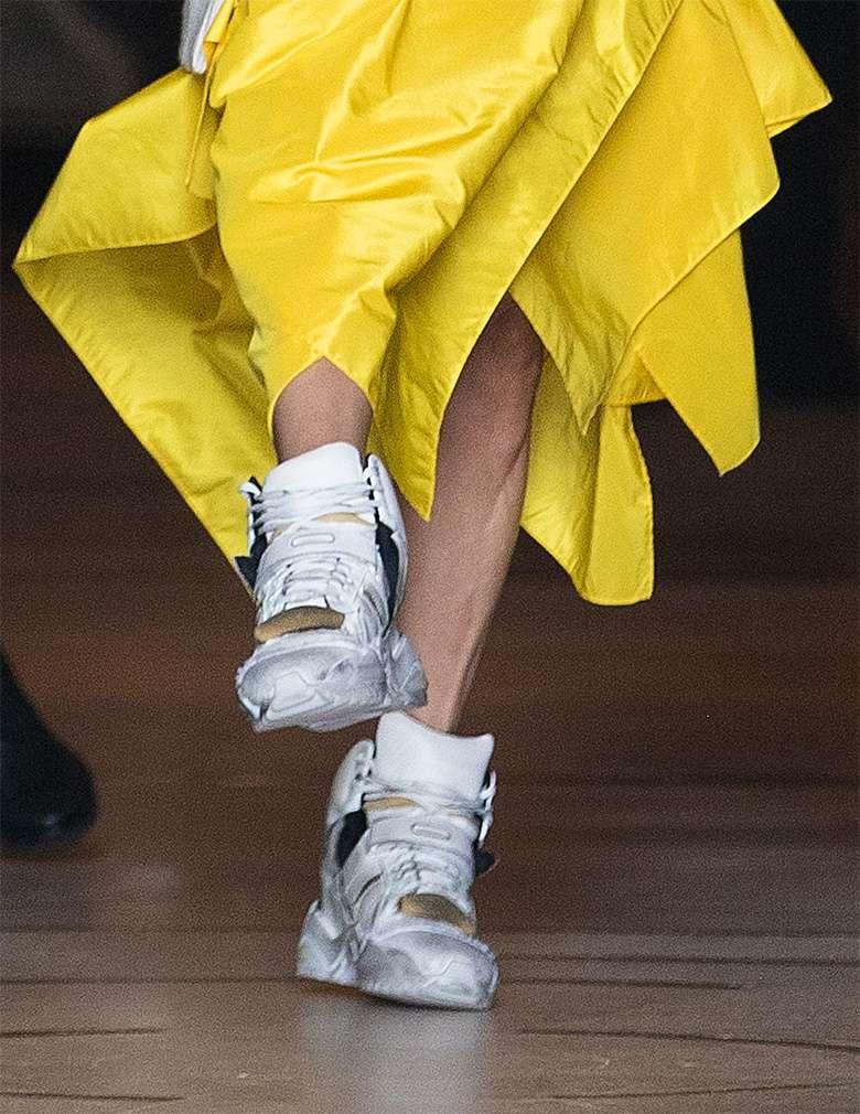 Celine Dion w żółtej kreacji w Paryżu