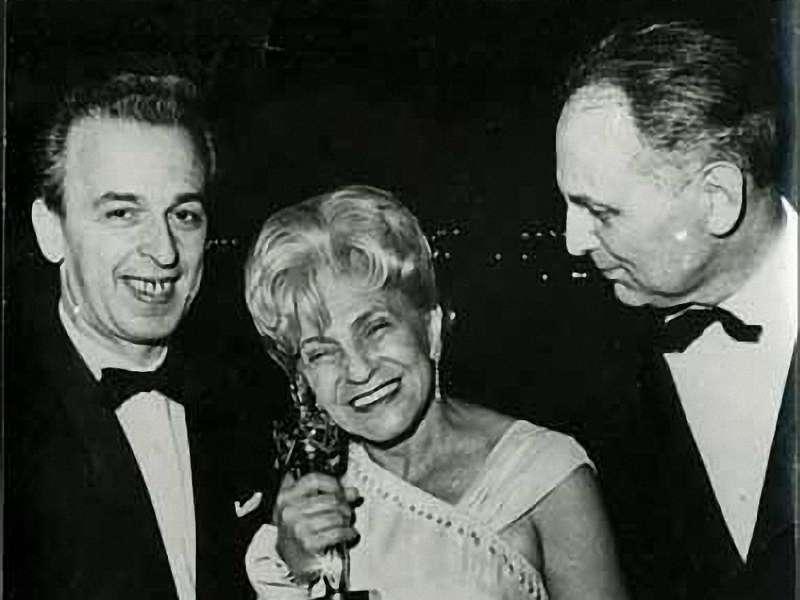 Ida Kamińska z nie swoim Oscarem (fot. Wikipedia)