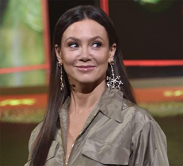 Stylizacja Kingi Rusin na wiosennej ramówce TVN 2019
