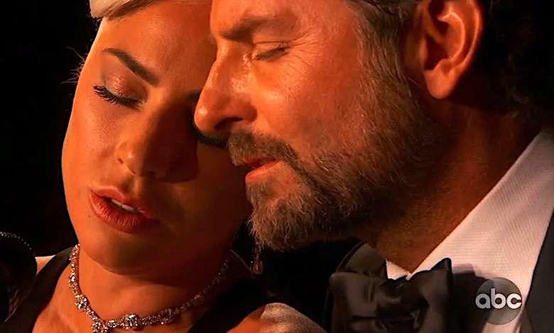 Lady Gaga i Bradley Cooper romans