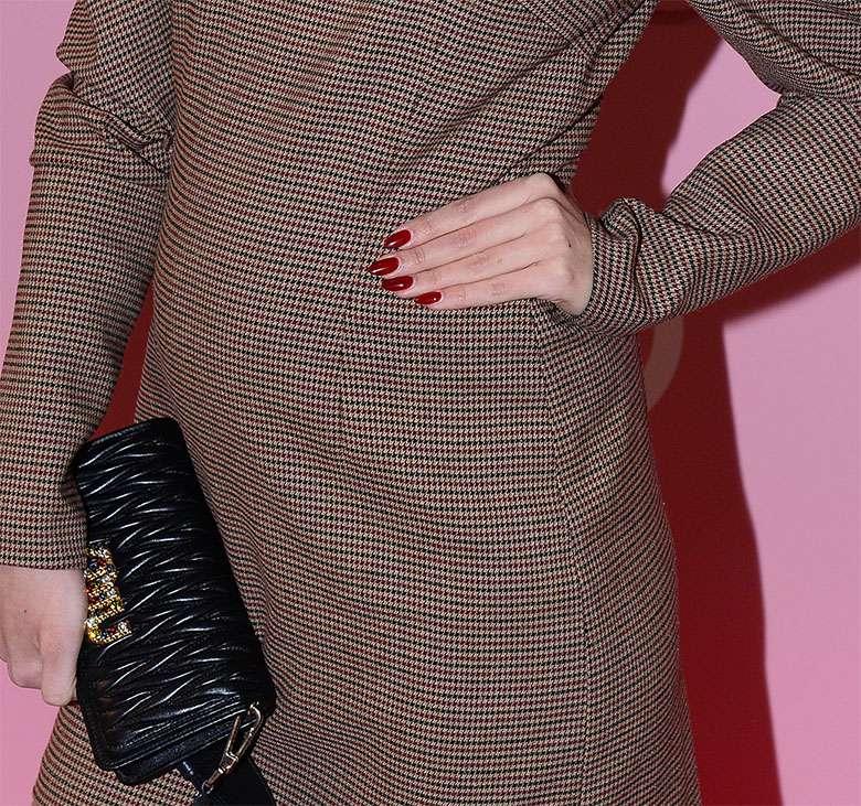Agnieszka Kaczorowska z ciążowym brzuszkiem w mini