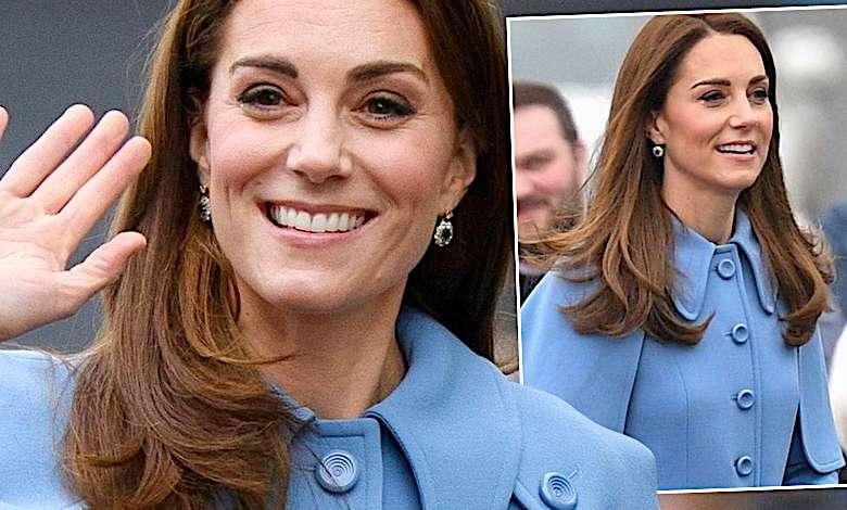 Księżna Kate błękitny płaszcz