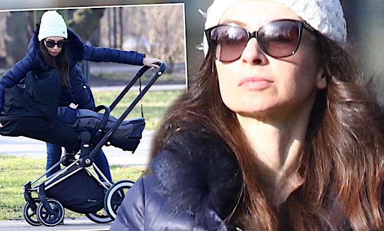 Paparazzi w konsternacji. Marta Kaczyńska z synem na spacerze, ale znowu bez męża! [DUŻO ZDJĘĆ]