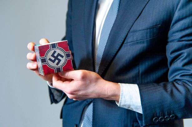 James Middleton wypuścił pudełka ze swastyką