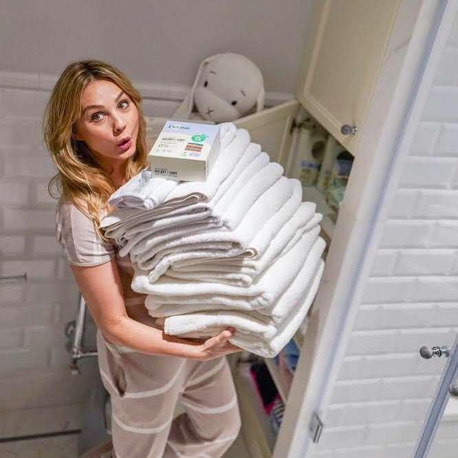 Małgorzata Socha w łazience