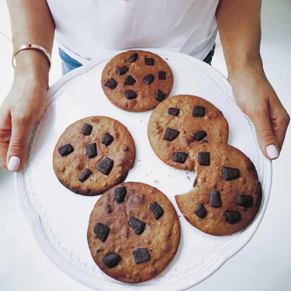 Anna Lewandowska objada się ciastkami
