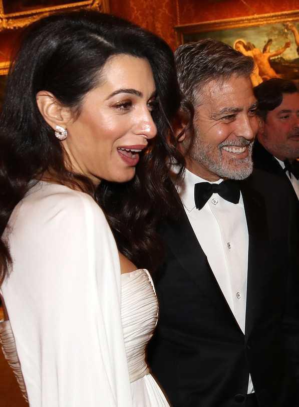 Amal Clooney i George Clooney na przyjęciu księcia Karola w pałacu Buckingham