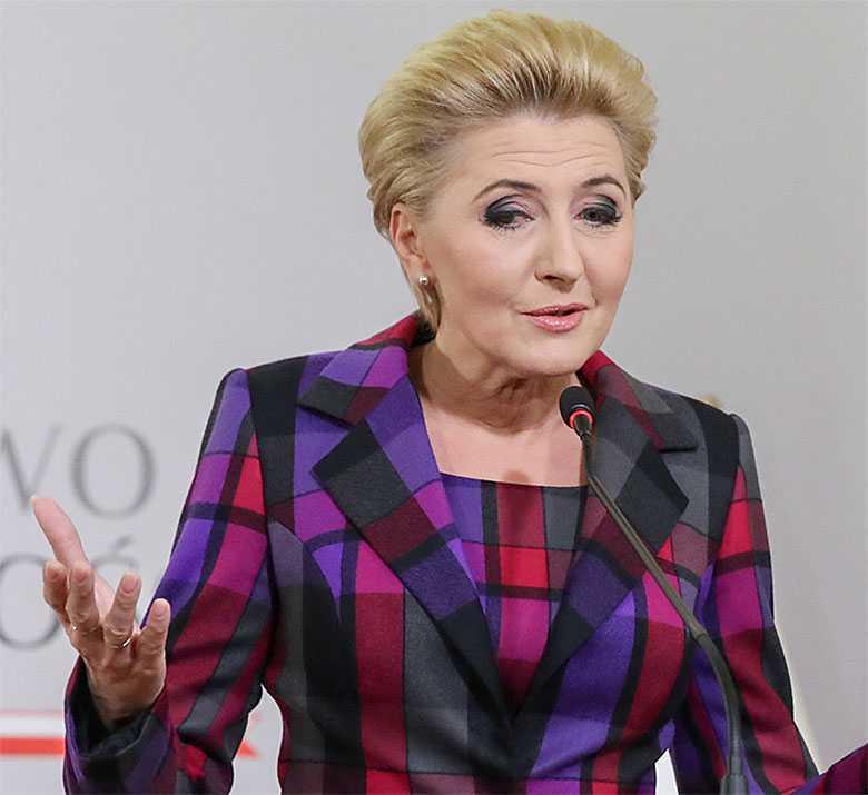 Agata Duda w kolorowej garsonce objęła honorowy patronat nad budową kliniki Budzik