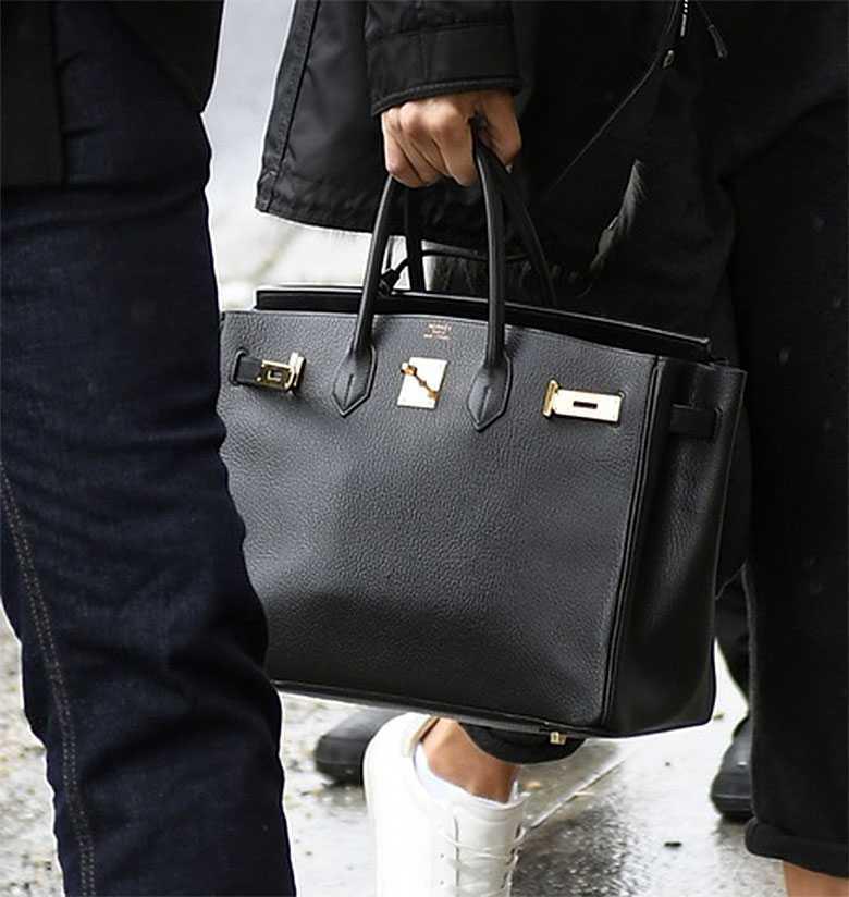 Zdjęcie (3) J.Lo nawet w dresie wygląda jak królowa wybiegu. Płaszczyk zabójczy, ale to torebka jest prawdziwym hitem!