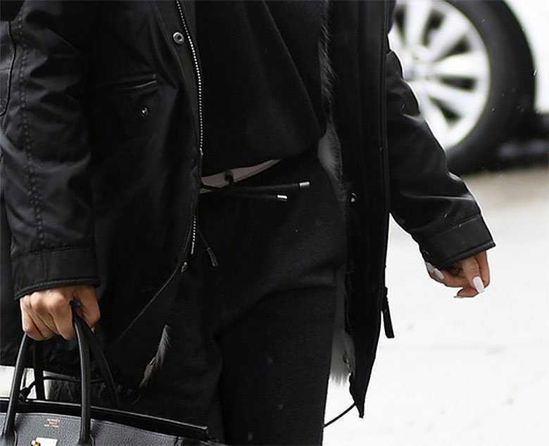 Zdjęcie (6) J.Lo nawet w dresie wygląda jak królowa wybiegu. Płaszczyk zabójczy, ale to torebka jest prawdziwym hitem!