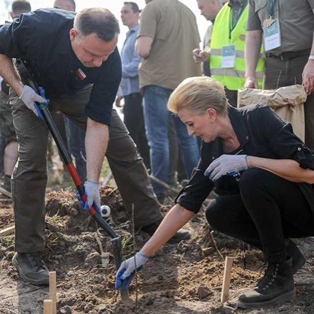 Agata Duda i Andrzej Duda odbudowują lasy