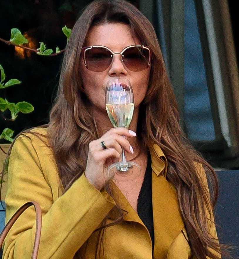 Edyta Górniak niczym światowa diwa popija najlepszego szampana