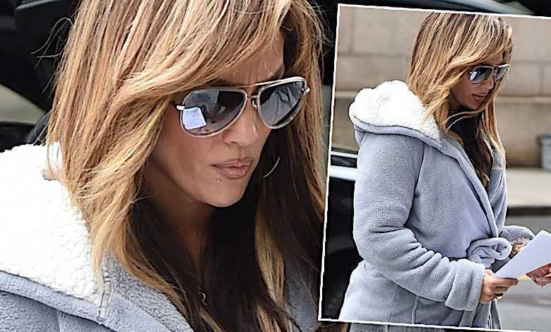 Jennifer Lopez kapcie, szlafrok. Co za wygląd