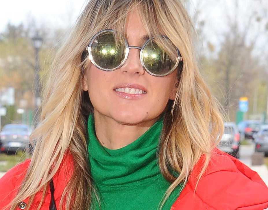 Karolina Szostak w okularach Prady