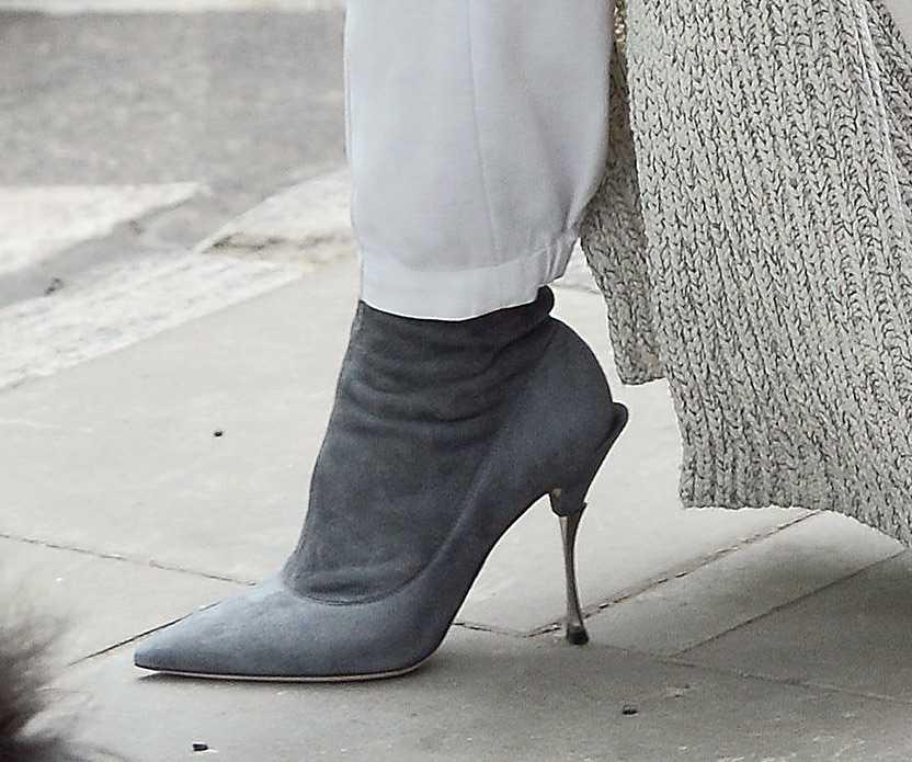 Kinga Rusin i jej szare buty