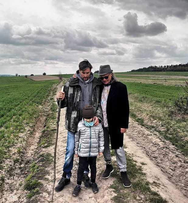 Kamil Sipowicz i rodzina Kory spędzają pierwszą Wielkanoc bez artystki