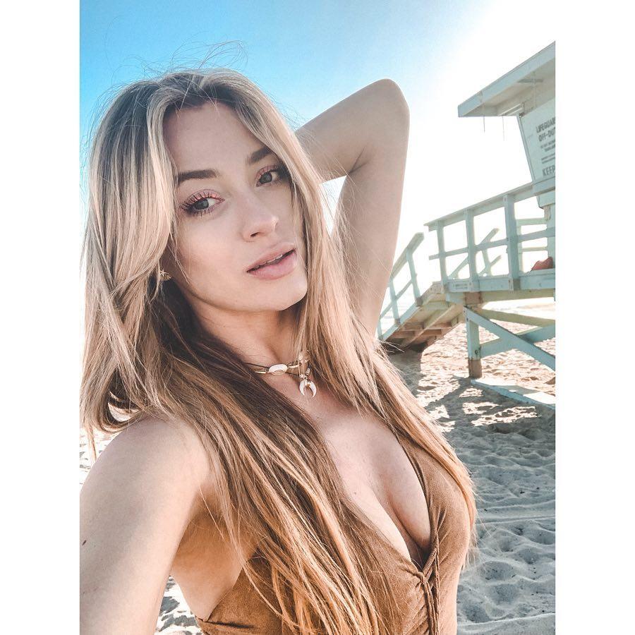 Marcelina Zawadzka na plaży w Los Angeles