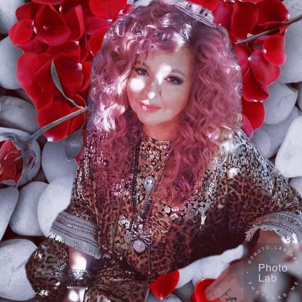 Magda Gessler pokazała się w różowych włosach