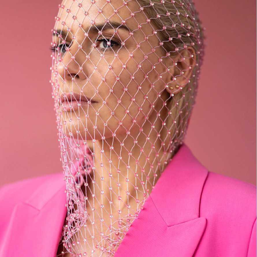 Natasza Urbańska w szalonej różowej sesji