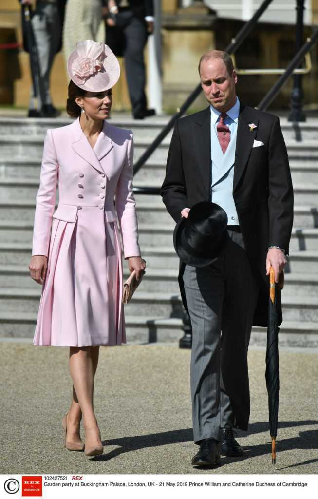 Księżna Kate i książę William - garden party w pałacu Buckingham