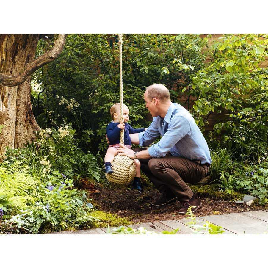 Książę Louis i książę William w ogrodzie