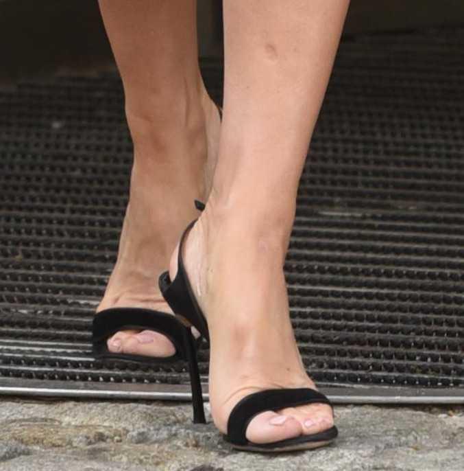 Małgorzata Rozenek w sandałkach na obcasie