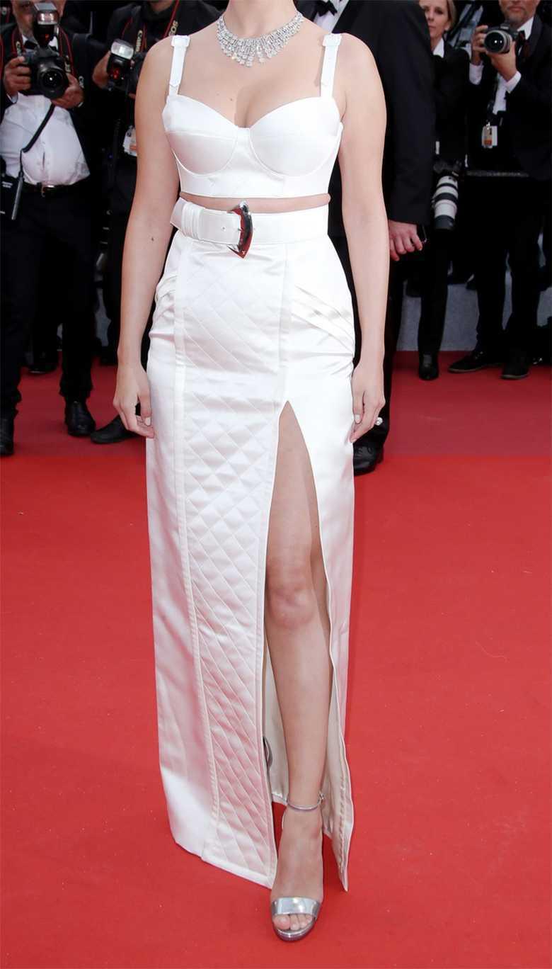 Selena Gomez Cannes Biały Komplet Jastrząb Post