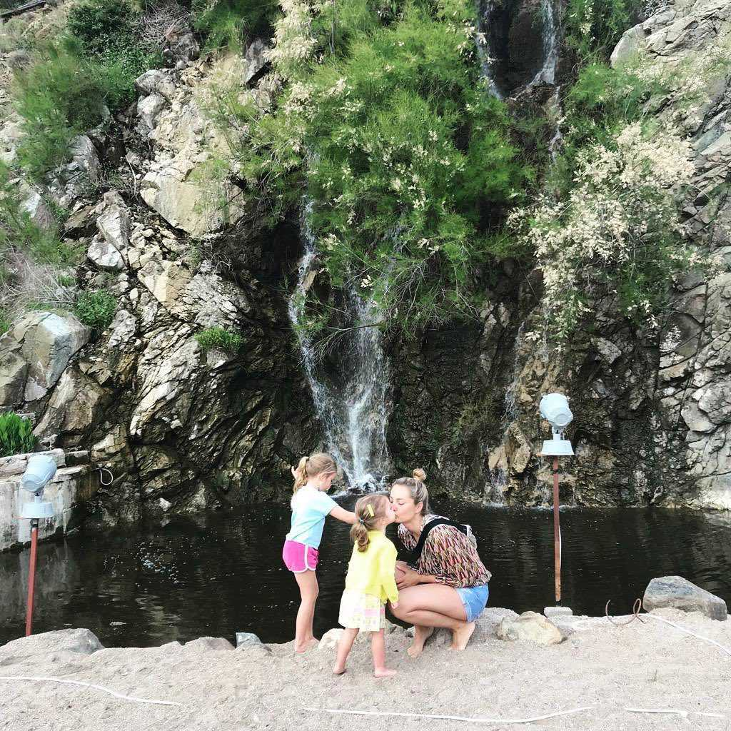 Małgorzata Socha z córkami w TrucjiMałgorzata Socha z córkami w Turcji