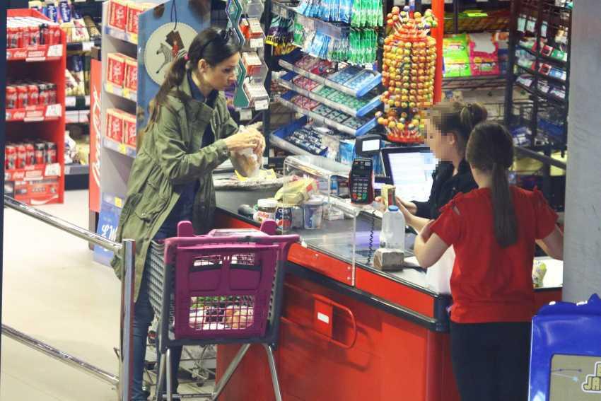 Marta Kaczyńska z córką w Sopocie na zakupach